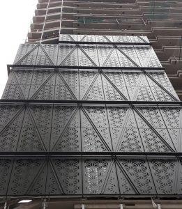 Chapa perforada Torre Catalinas (Buenos Aires, Argentina)